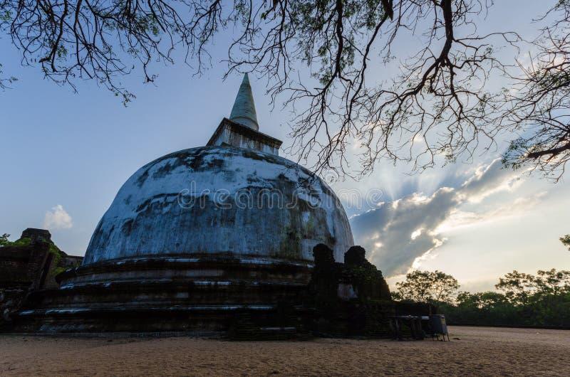 Kiri Vehera Dagoba forntida stad av Polonnaruwa, UNESCOvärldsarv, Sri Lanka, Asien royaltyfri bild