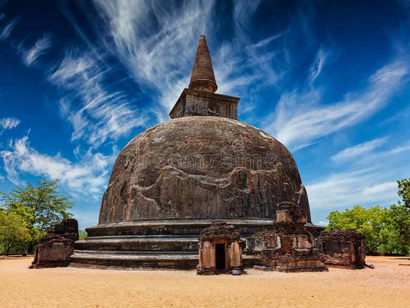 Kiri Vihara -古老佛教dagoba stupa 免版税库存照片