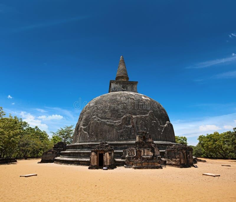 Kiri Vihara - forntida buddistisk dagoba (stupaen) arkivfoto