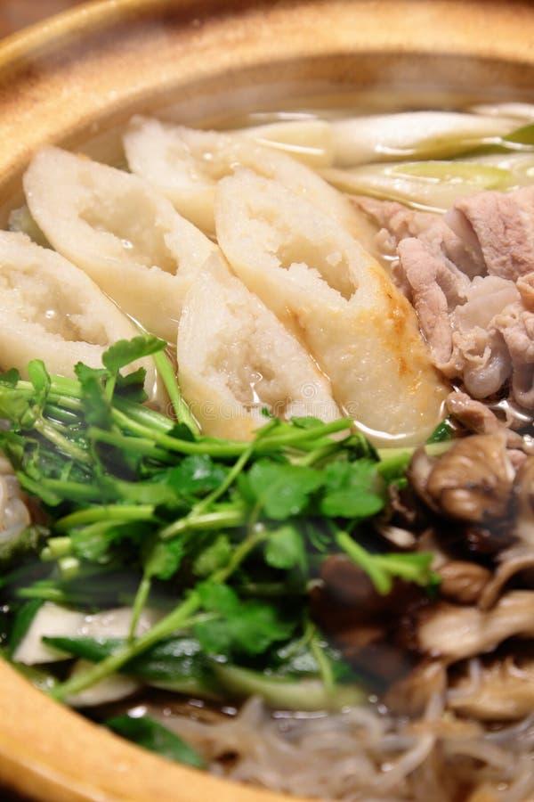 Kiritanpo-nabe, hotchpotch con las barras del arroz imágenes de archivo libres de regalías