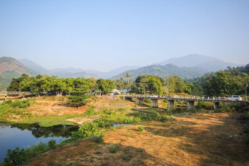 Kiriwong by, dragningar med bra väder på Nakhonsritammarat, Thailand royaltyfria foton