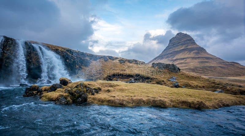 Kirjufellsfoss siklawa w Iceland zdjęcia royalty free