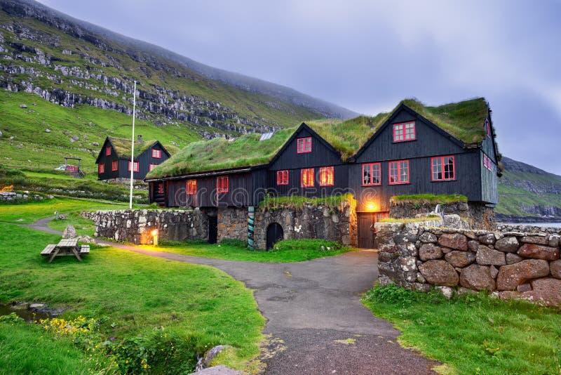 Kirkjuboargardur historisk trälantgård i Kirkjubour, Faroe Isla royaltyfri foto