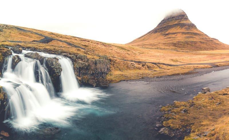 Kirkjufell с извивом стоковое фото rf