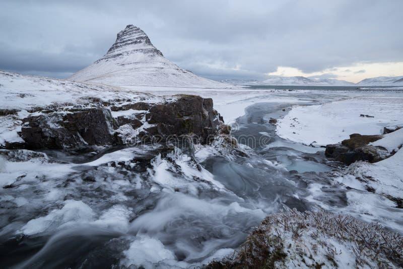 Download Kirkjufell flod arkivfoto. Bild av vatten, liggande, fryst - 76701666