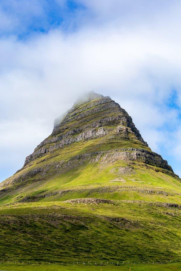 Kirkjufellberg in IJsland stock foto