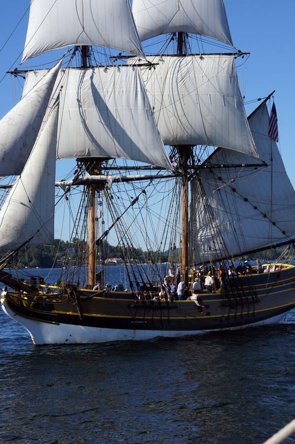 Το ξύλινο brig, κυρία Washington, πανιά στη λίμνη Ουάσιγκτον στοκ εικόνα με δικαίωμα ελεύθερης χρήσης