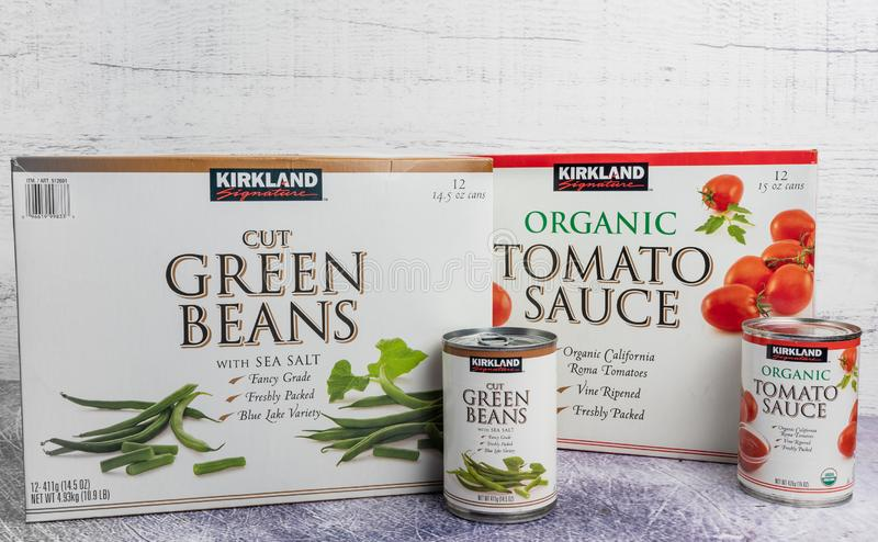 Kirkland Cut Green Beans and Organic Tomato Sauce stock images