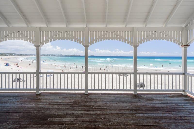 Kirra strand, Gold Coast, Queensland, Australien royaltyfria bilder