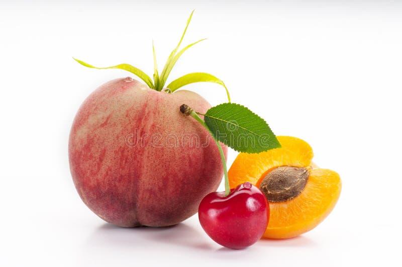 Kirschen und Pfirsich stockfotografie