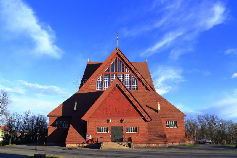 Kiruna Church i sommar med blå himmel, nordliga Sverige fotografering för bildbyråer