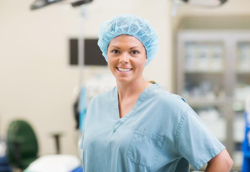 Kirurgiska Team Member royaltyfri foto
