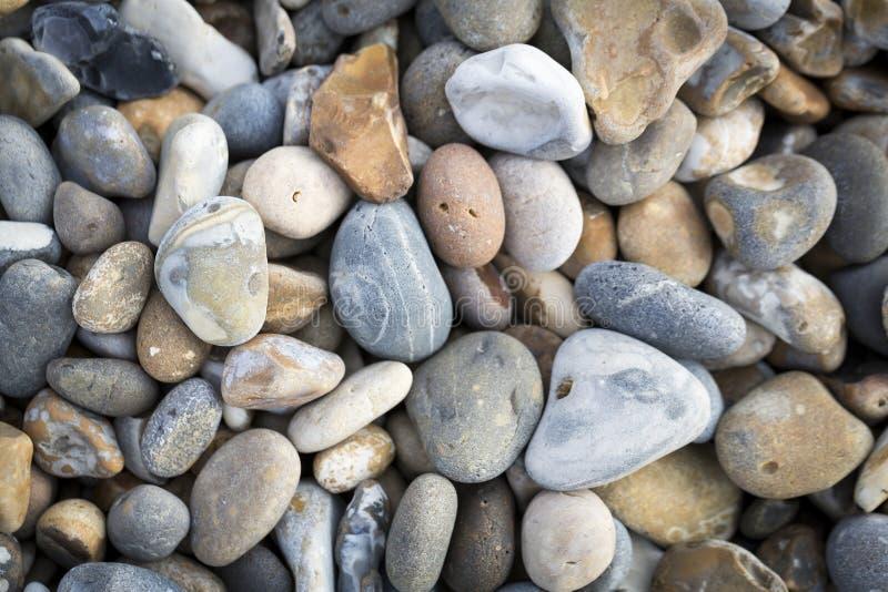 Kiselstenar för havskust arkivfoton