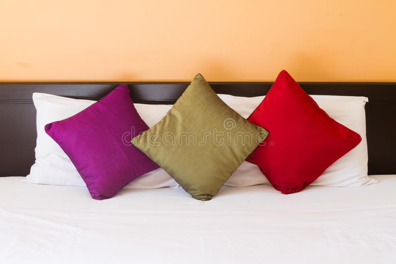 Kissen in drei Farben stockfotos