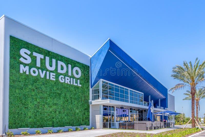 KISSIMMEE, FLORIDA - 29 DE MAIO DE 2019 - grade do filme do estúdio Cinema e grade modernos dentro da curta distância a Margarita imagens de stock