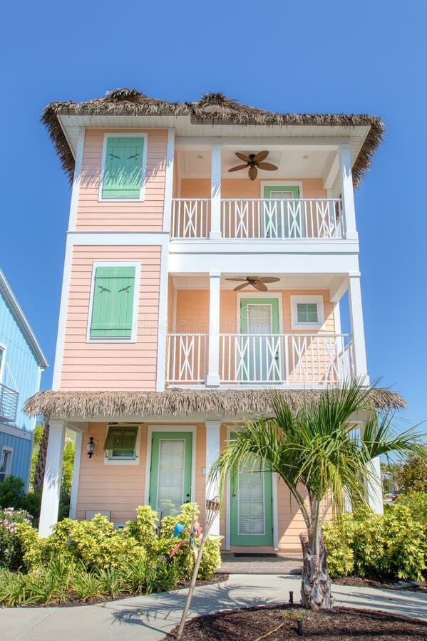 KISSIMMEE, FLORIDA - 29 DE MAIO DE 2019 - recurso Orlando de Margaritaville Casa de campo da ilha do pêssego de três histórias co imagem de stock