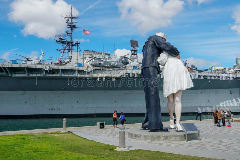 """Kissing sailor statue, Port of San Diego. Also known as """"Unconditional Surrender"""" recreates famous embrace between a sailor and a nurse celebrating stock image"""
