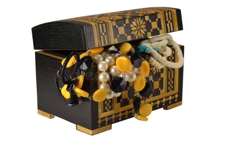 Kist met juwelen stock foto's