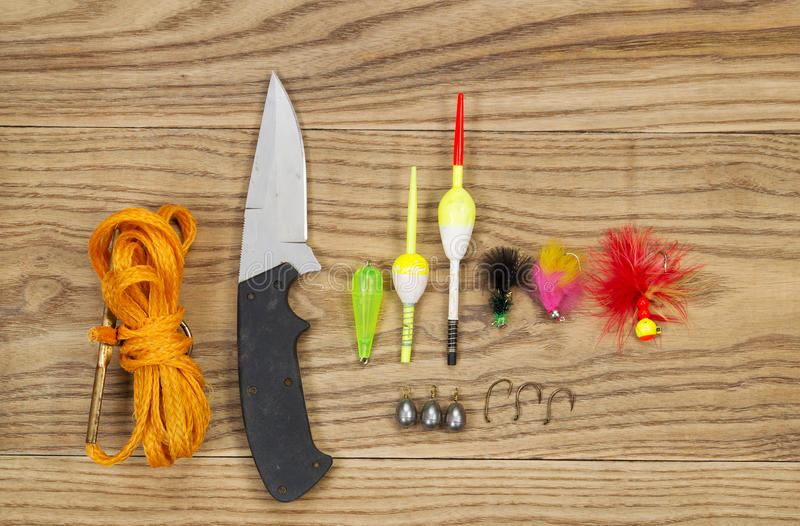 Kit de pêche sur le bois âgé photographie stock libre de droits