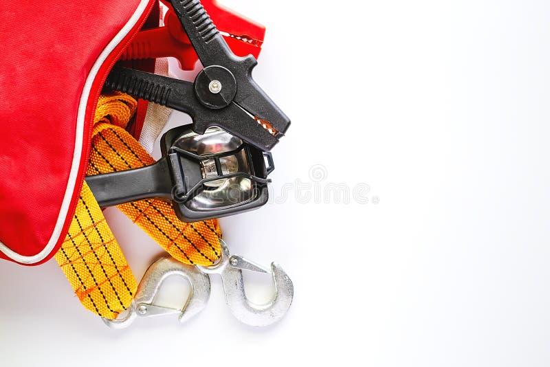 Kit de secours de voiture sur le fond blanc photo stock