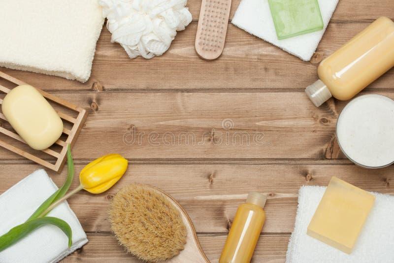 Kit de station thermale Vue supérieure Shampooing, barre de savon et liquide Gel de douche Aro images stock