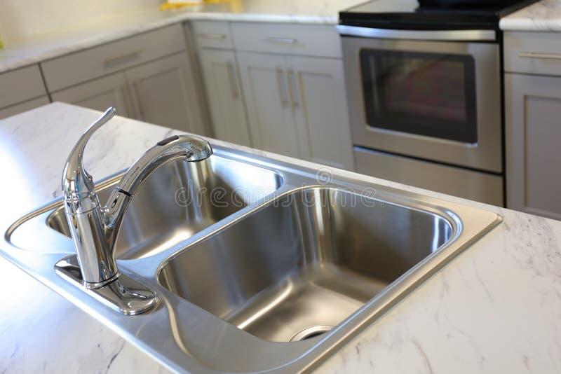 kitchen modern sink στοκ φωτογραφία
