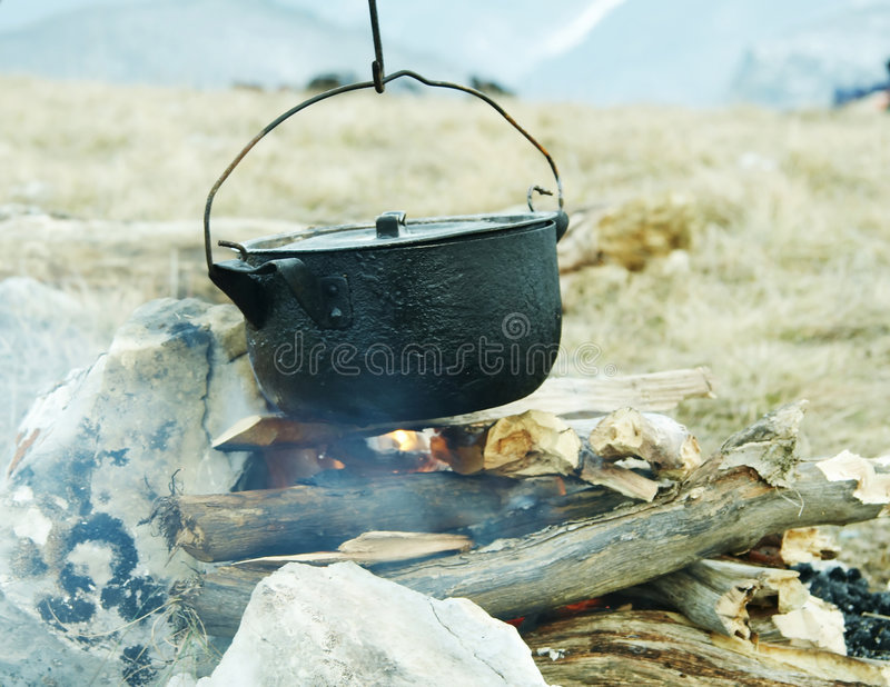 kitchenware лагерного костера стоковые фото