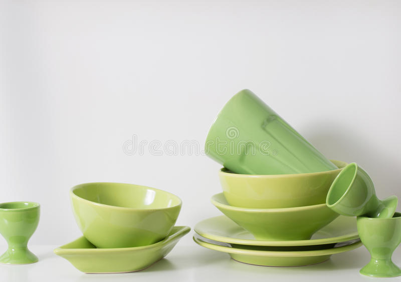 Kitchenware на полке стоковое изображение rf
