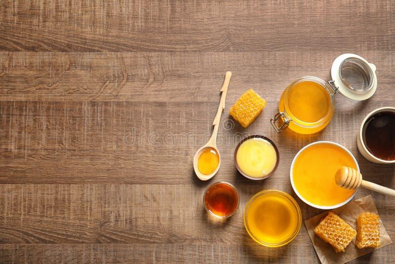 Kitchenware с очень вкусным медом стоковая фотография