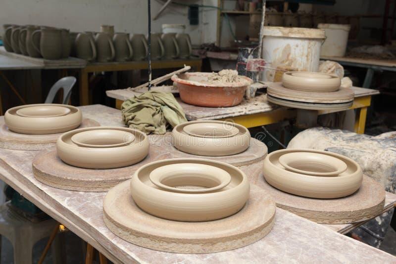 Kitchenware asiático de w da cerâmica imagens de stock