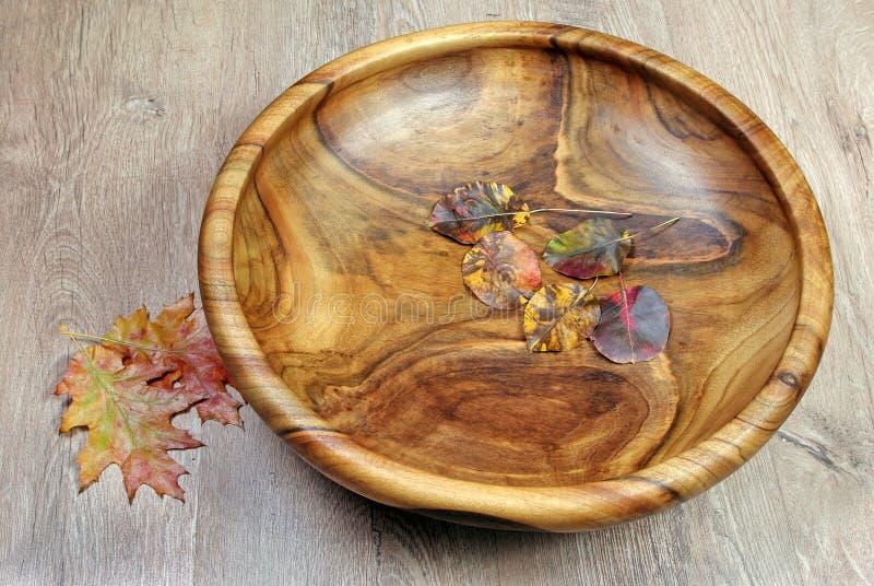 kitchenware Le plat en bois brun sur un plan rapproché rustique de table photo libre de droits