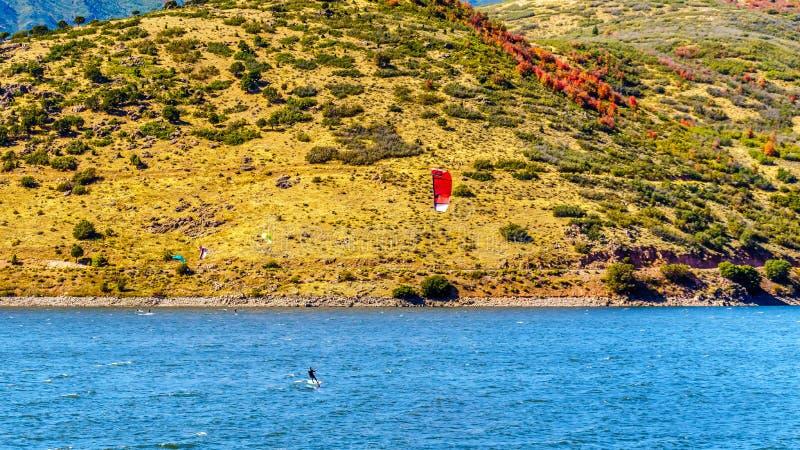 Kite surf en el embalse de Creek Deer cerca de Provo fotografía de archivo libre de regalías