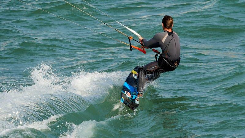 Kite Surfing на пляже Фуэрте Сьюдад стоковое изображение rf