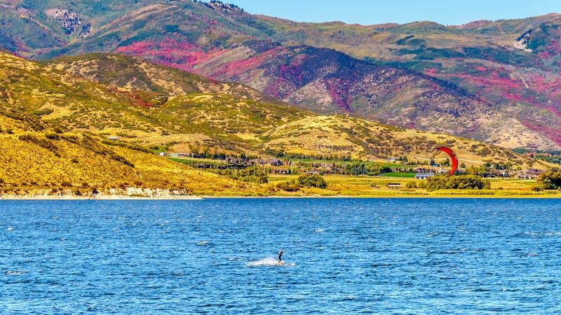Kite Surfing na zbiorniku jelenia Creek niedaleko Provo zdjęcia stock