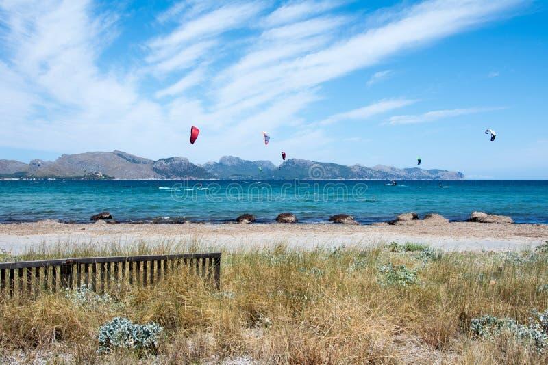 Kite Surfing In Pollenca, Majorca, Испания стоковое фото rf