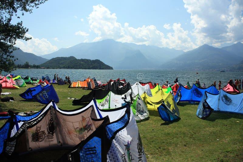 Kiteboard nel lago immagine stock libera da diritti