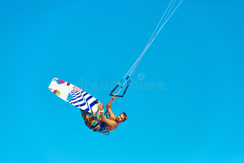 Kiteboarding, Kitesurfing 极端水上运动 冲浪者空气Acti 库存照片