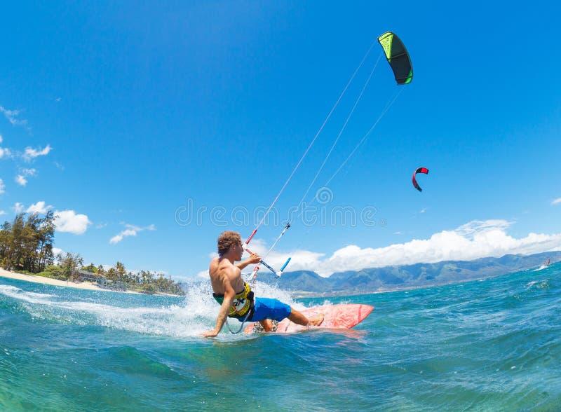 Kiteboarding lizenzfreie stockbilder
