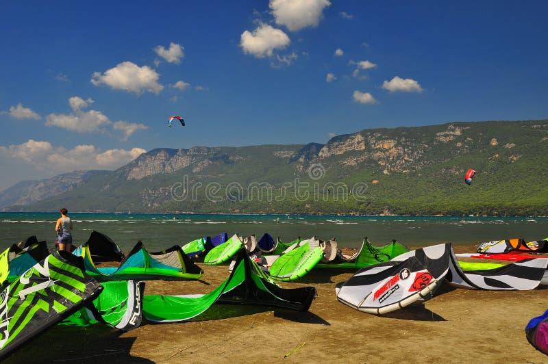 kiteboarding i Mugla Turkiet fotografering för bildbyråer