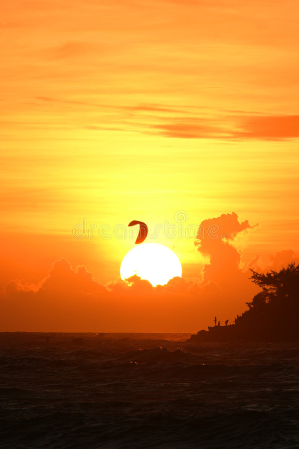 Kiter de coucher du soleil photo libre de droits