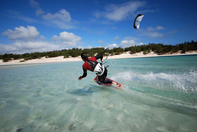 Kiter en el viento de Madagascar imagen de archivo