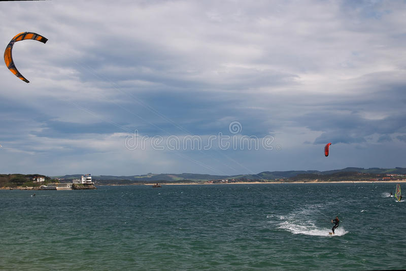 Kitesurf в Сантандере стоковая фотография