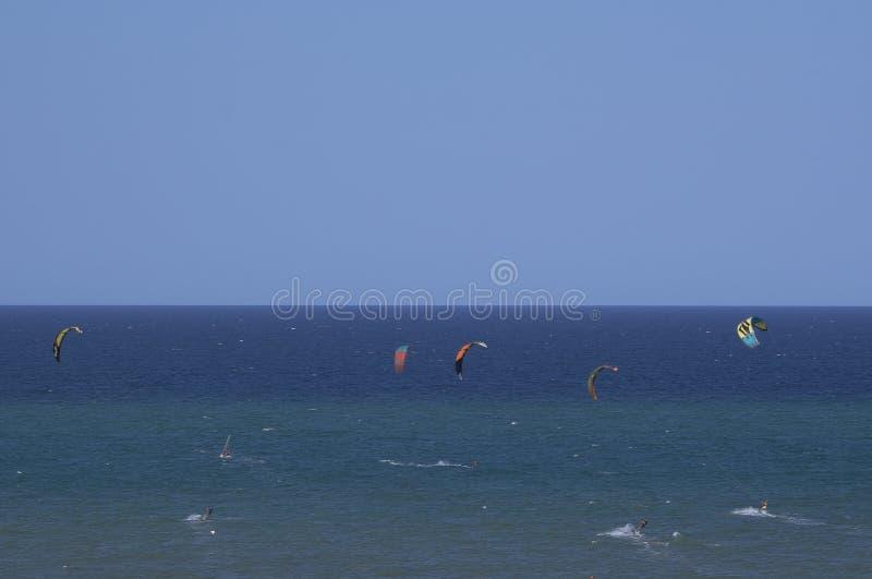 Kitesurf, la corsa immagini stock