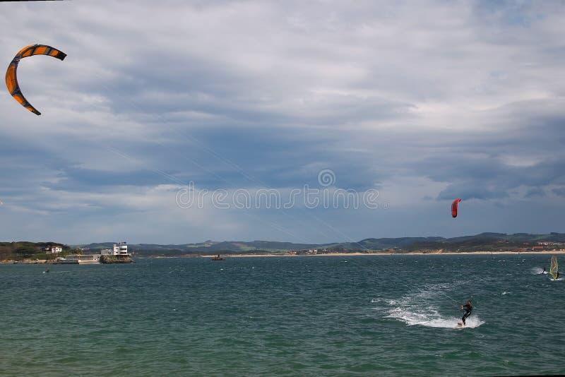 Kitesurf a Santander fotografia stock