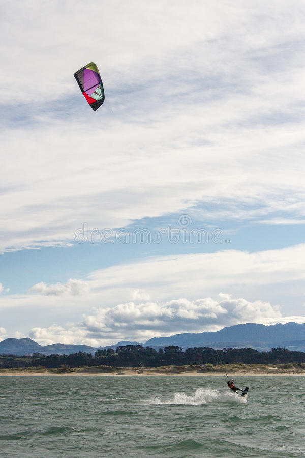 Kitesurf w Santander zatoce zdjęcia stock