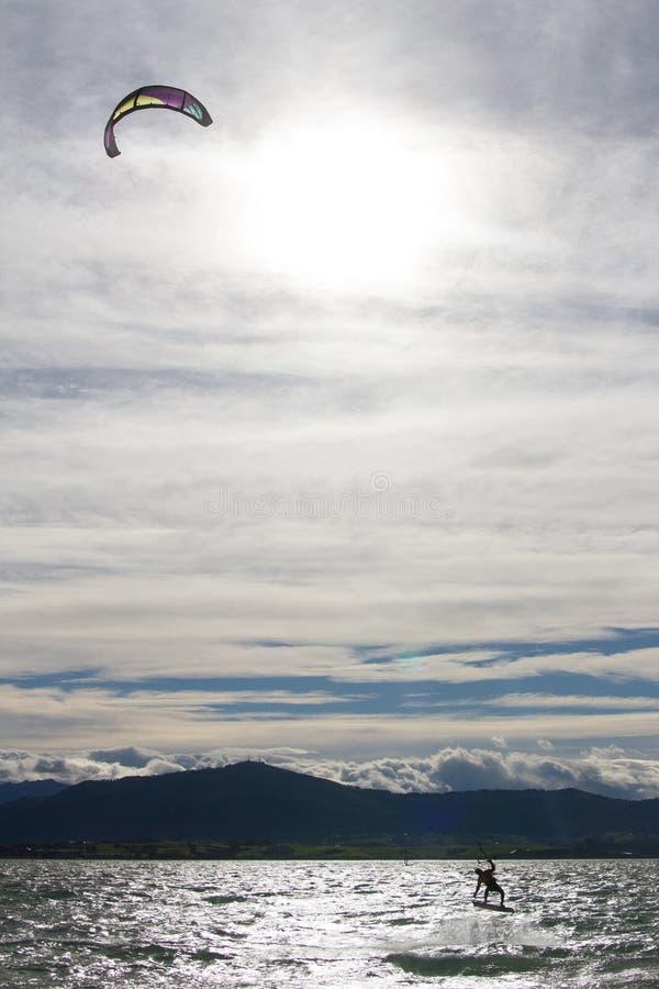 Kitesurf w Santander zatoce obrazy royalty free