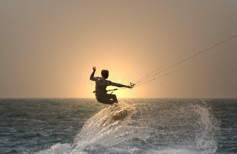 kitesurfer ηλιοβασίλεμα στοκ φωτογραφία