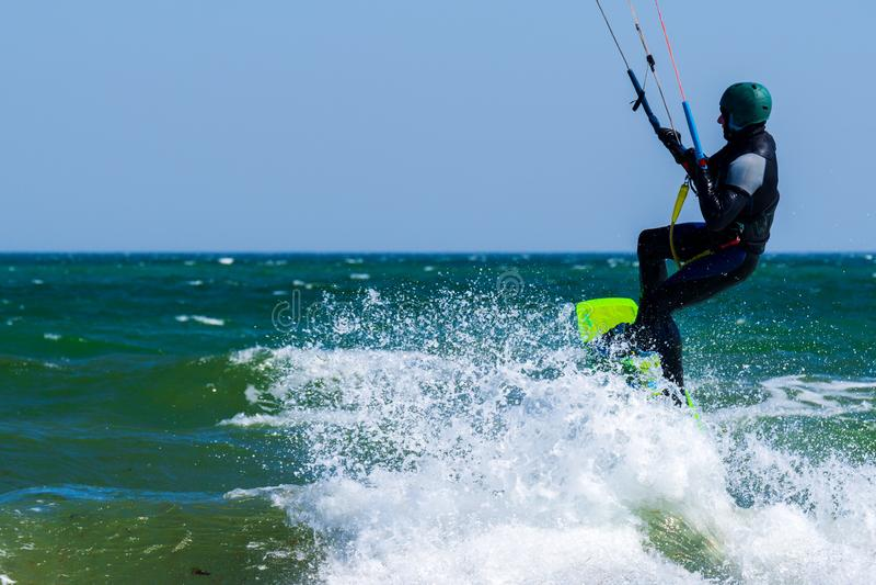 Kitesurfer in actie royalty-vrije stock fotografie