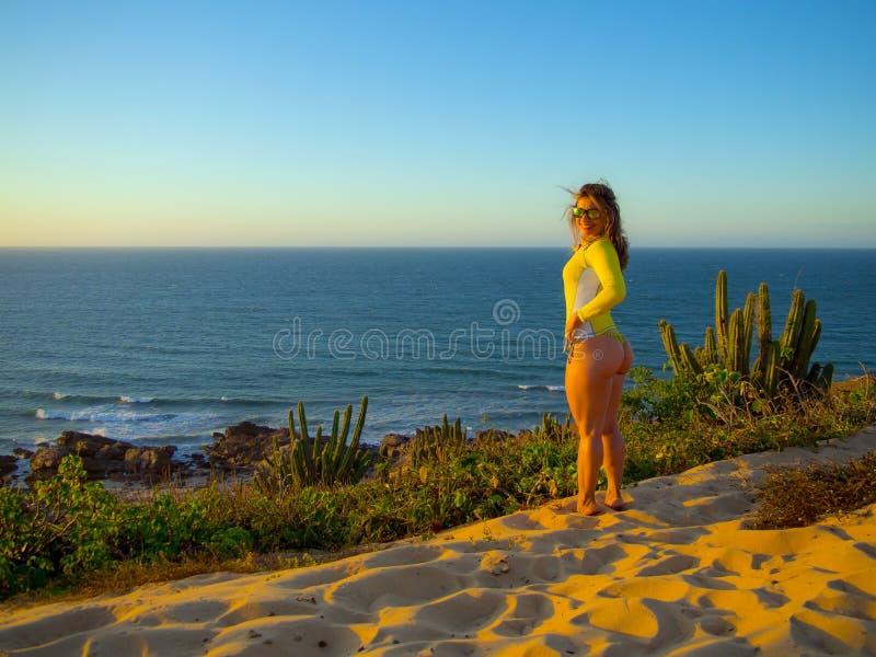 Kitesurfer in Brasilien lizenzfreie stockfotos