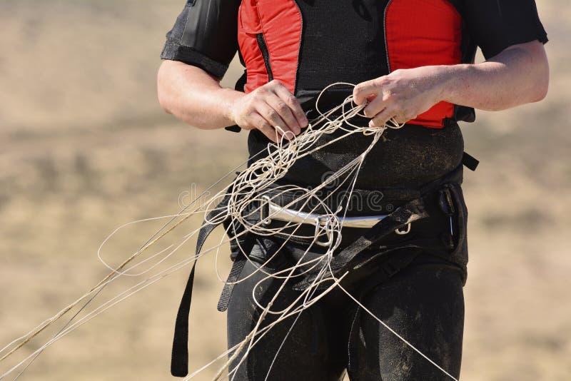 Kitesurfer dostaje pląta linie kania obrazy royalty free